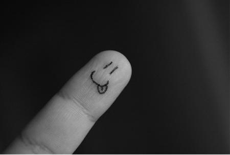 smiley sur un doigt