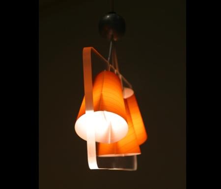 luminaire en plexiglas futurisme vu de profil - Alexis tricoire design