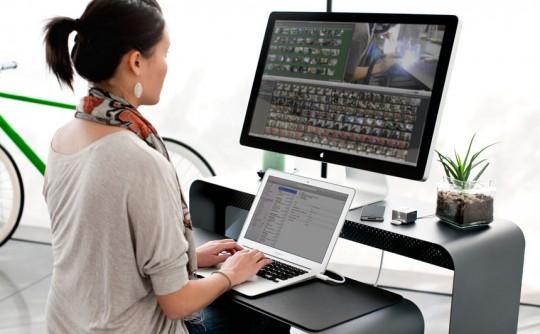 Bureau en métal pour Macbook Air OneLessDesk by Heckler Design