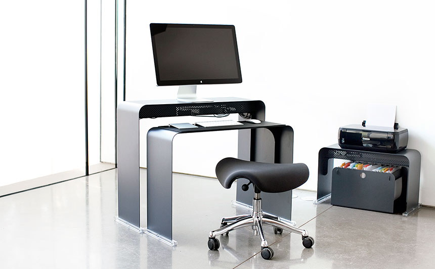 Onelessdesk bureau ultra fin en m tal for Grand bureau pour ordinateur