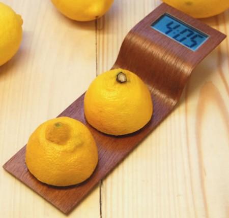 Citrus clock - horloge alimentée par des citrons par Anna Gram
