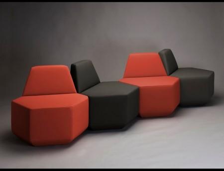 Sest plus Jedna : ensemble de fauteuils hexagonaux rouge et noir
