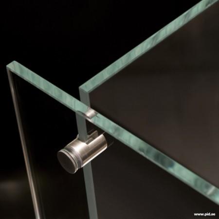 gros plan sur le verre sécurit de la cheminée design Vauni divider