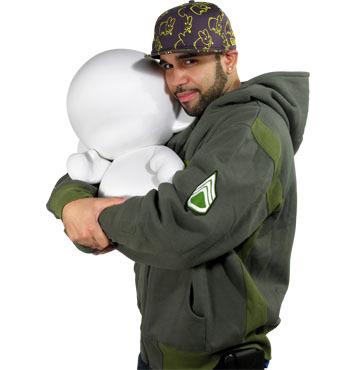 art toy géant Mega munny un doudou design