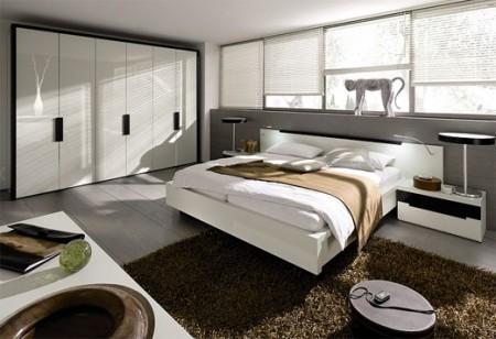 Chambre design avec un tapis sous le lit