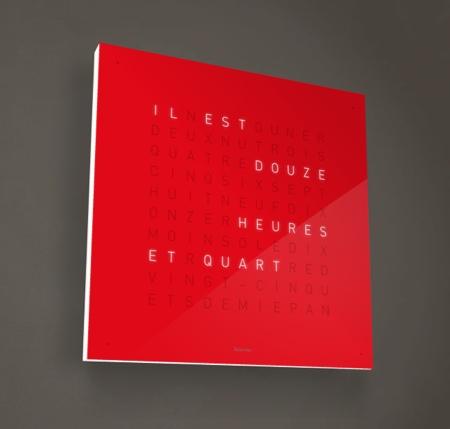 Pendule Qlocktwo rouge, horloge en toutes lettres en français