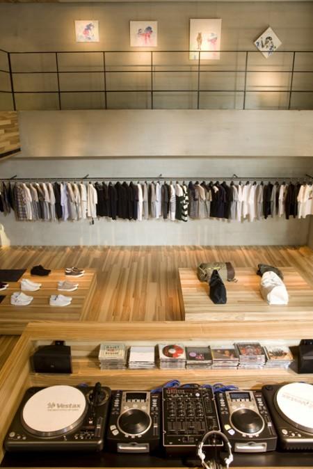 Boutique CLS avec une déco en bois