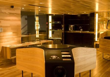 Espace lounge du concept store CLS