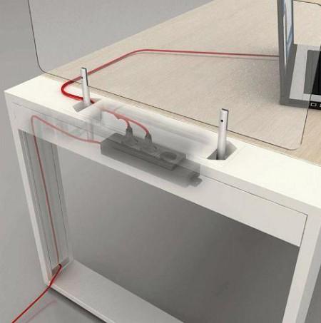 Bureau Logic avec passage de câbles électriques intégrés