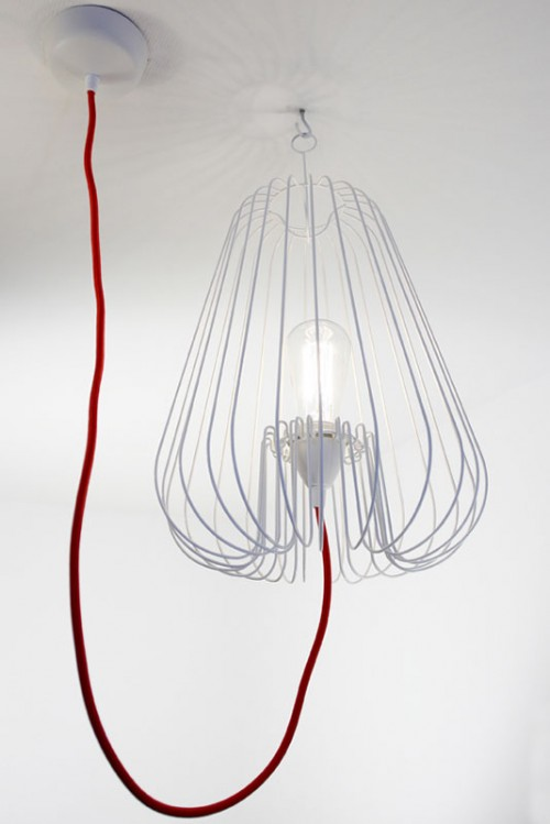 Suspension cage blanche avec un fil rouge light cage - Fil suspension luminaire ...