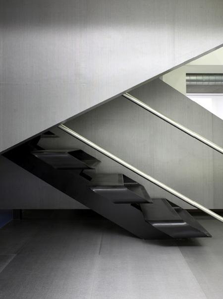 Escalier design dans les bureaux Redbull