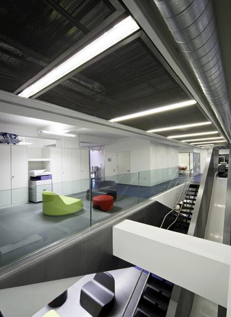 Espace détente lounge dans les bureaux Redbull