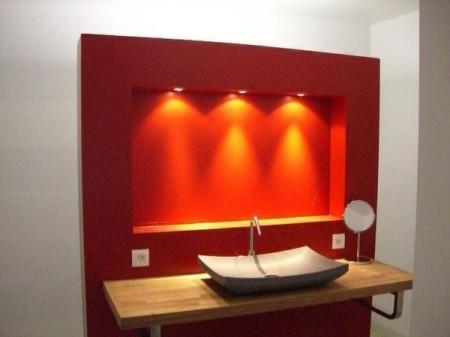 Salle de bain design rouge