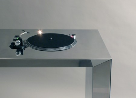 Table de mixage DJ chromée
