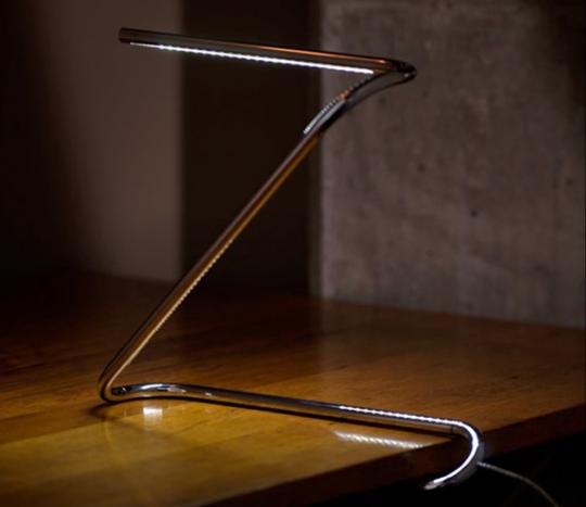 paperclip la lampe de bureau en forme de trombone. Black Bedroom Furniture Sets. Home Design Ideas