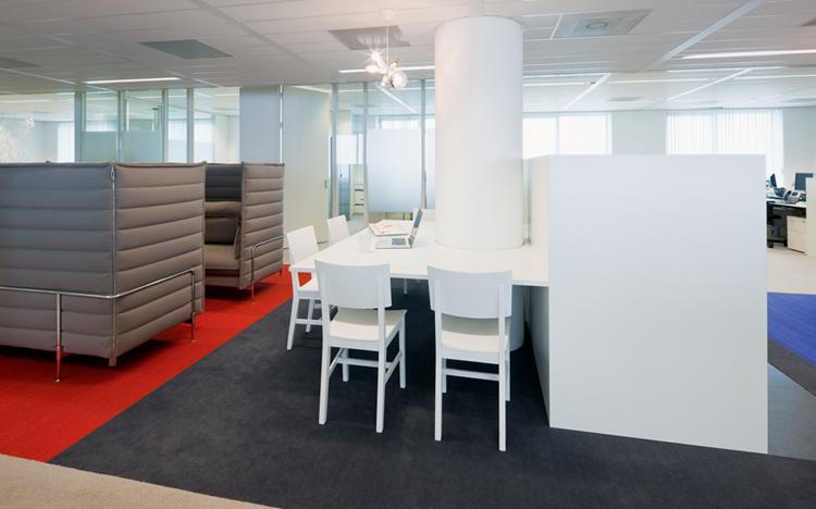 Bureaux maxium restyl s par hofmandujardin for Bureau open space