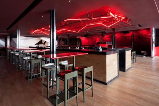 Le bar rouge par Naço architectes