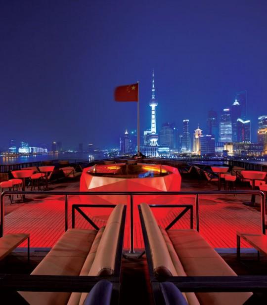 Terrasse panoramique du bar rouge à Shangai