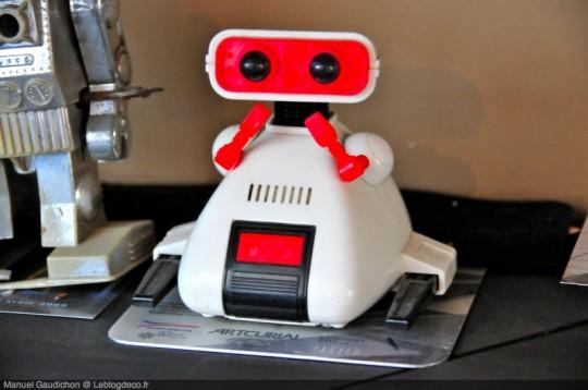 Jouet robot blanc collector
