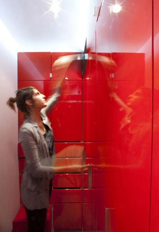 Dressing rouge dans l'appartement Ned Rest
