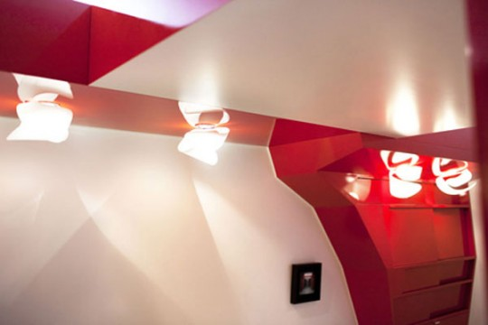 Luminaires design dans l'appartement Red Nest
