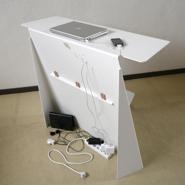 console bureau d 39 appoint en acier zeta studio manzano. Black Bedroom Furniture Sets. Home Design Ideas