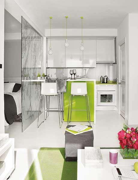 Intérieur design : cuisine moderne vert et blanc