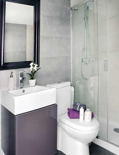 Intérieur design : salle de bain blanc et gris anthracite
