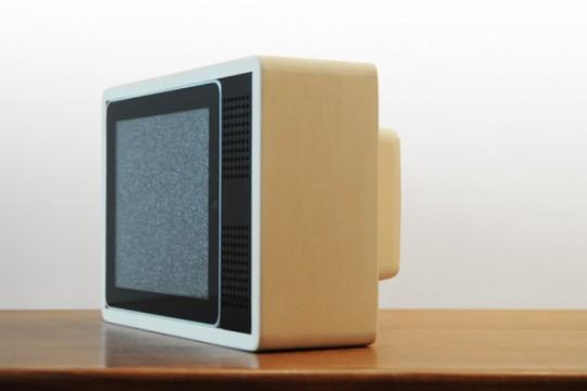 iPas dans une TV en bois vintage