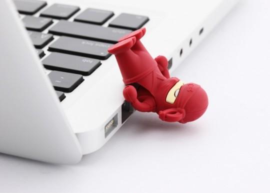 Clé USB ninja rouge