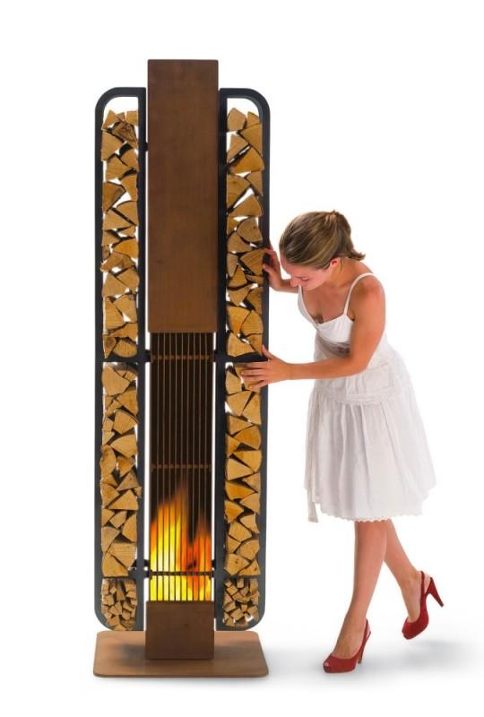 Rangement pour le bois en forme de colonne et cheminée Thor