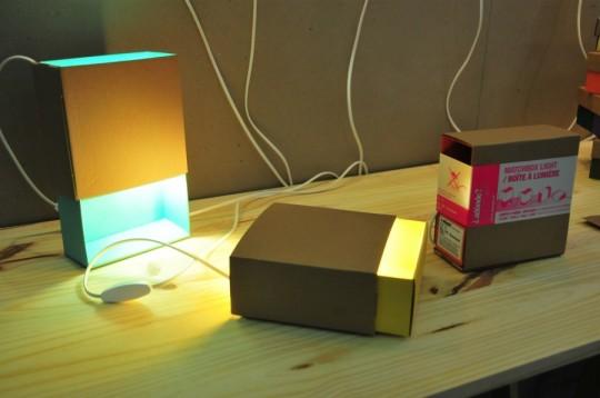 Lampe boite d'allumettes : Boite à lumière par Adonde