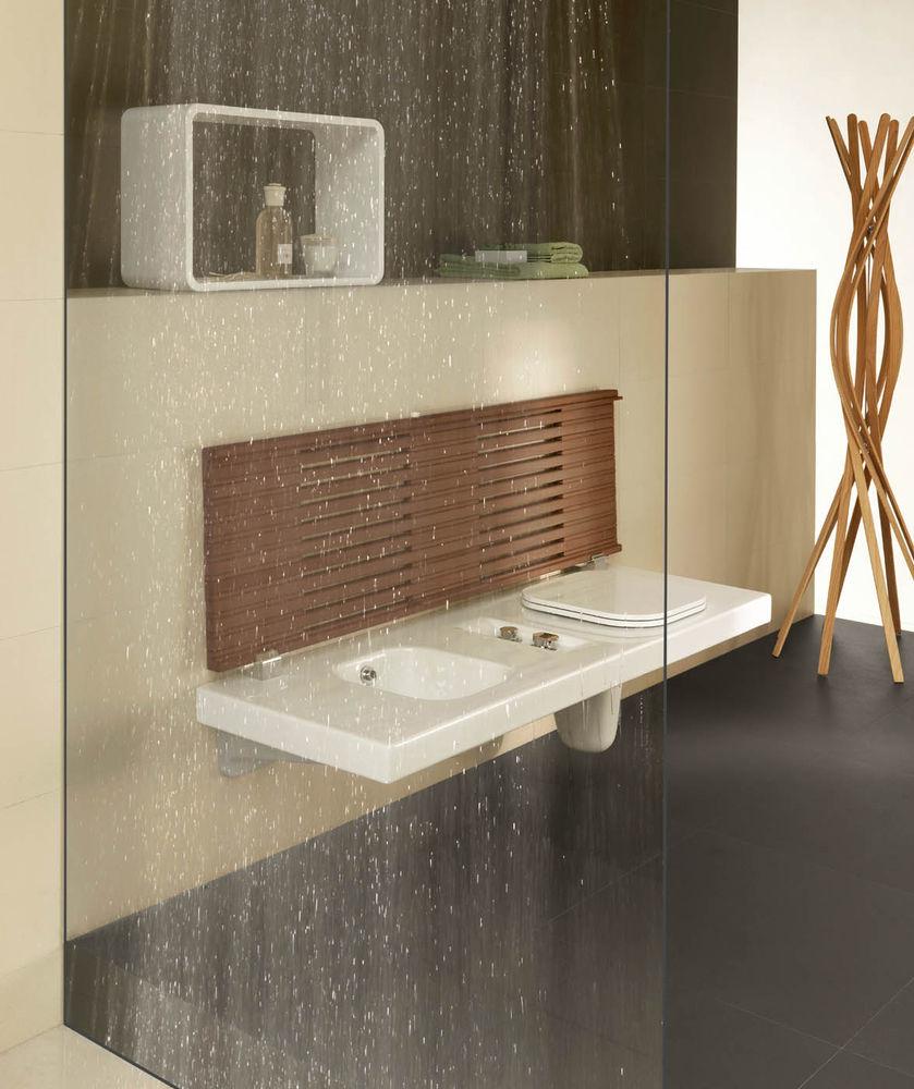 Salle de bain en bois et c ramique ouverte sur l 39 ext rieur for Design salle de bain