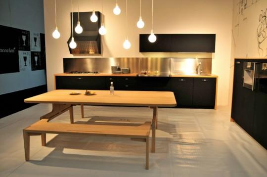 Cuisine design schiffini en bois et gomme noire for Cuisine en bois nature et decouverte