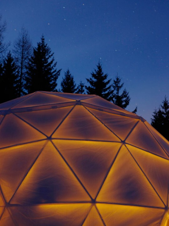 Whitepod, igloo design la nuit