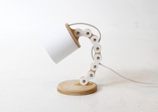 B chain - la lampe rigolote avec sa chaine de vélo