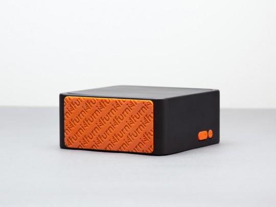 Furni Alba - dessous orange anti-dérapant sous le radio-réveil