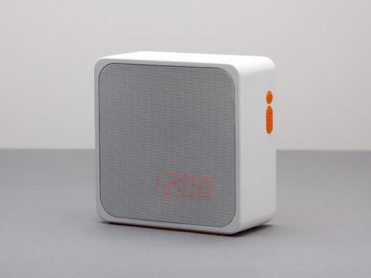 Furni Alba - radio-réveil design en bois blanc