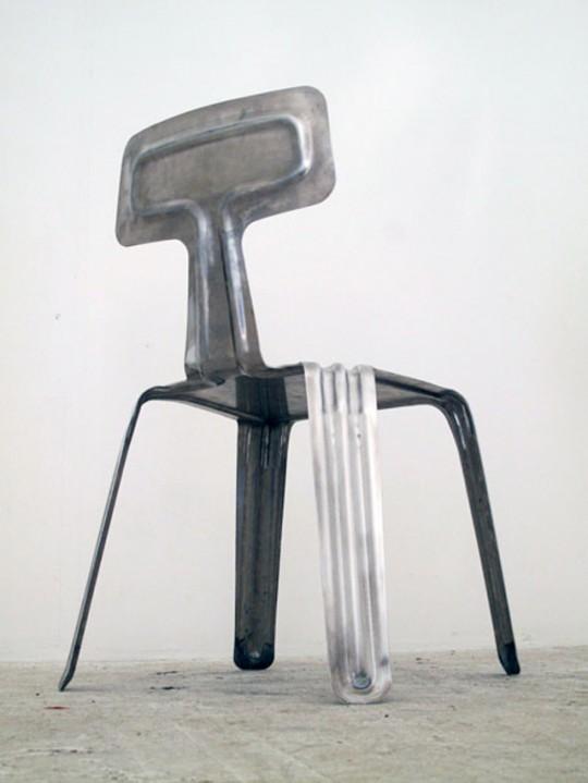 Pressed chair, chaise légère en métal