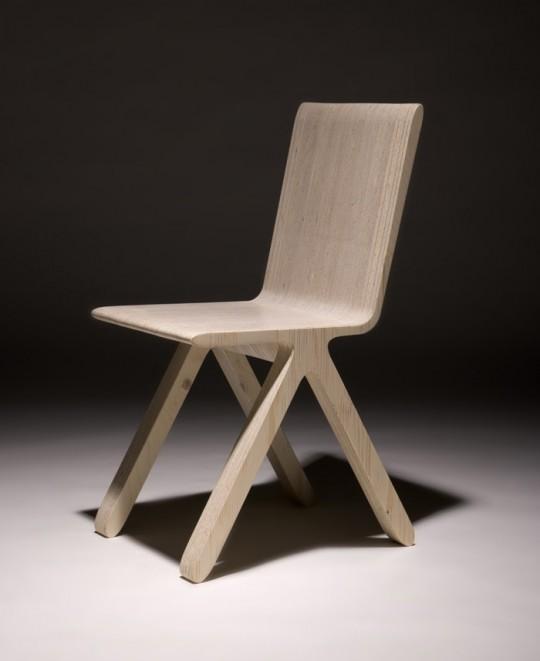Chaise en bois Kampa chair par Karim Rashid