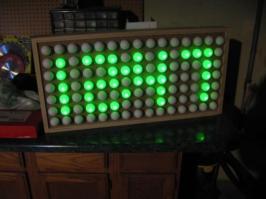 DIY - horloge digitale avec les DEL et des balles de pingpong