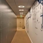 Couloir dans les bureaux des Pages Jaunes