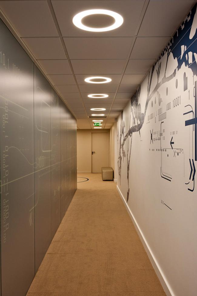 Couloir dans les bureaux des pages jaunes for Couloir bureau