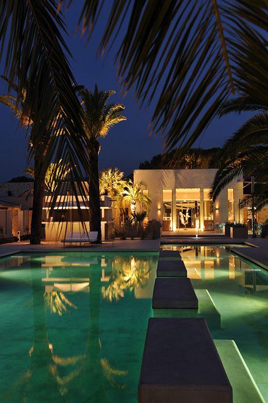 hotel sezz st tropez la nuit. Black Bedroom Furniture Sets. Home Design Ideas