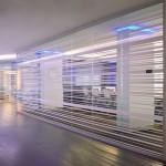Bureaux IBM vitres avec des rayures blanches