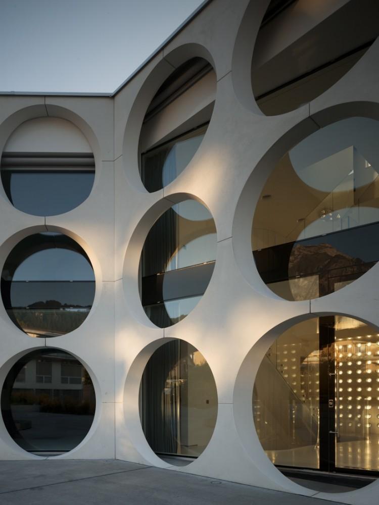Façade alveolaire moderne de la maison O house