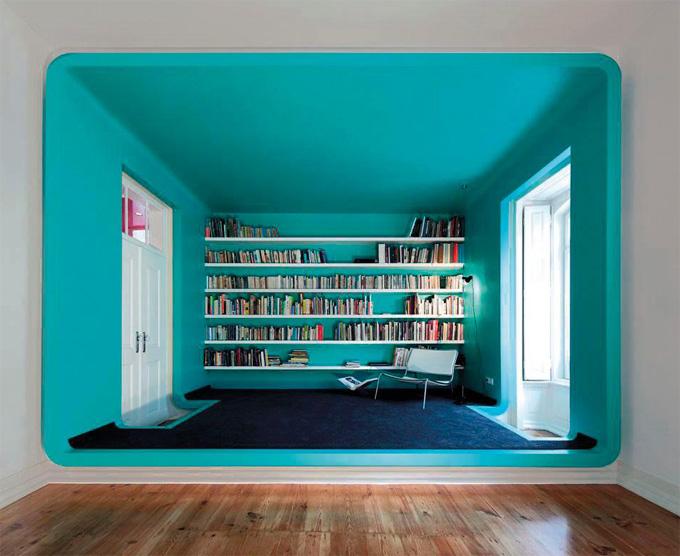 Peinture intérieur d'une pièce moderne en bleu lagon