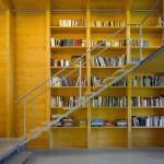 Nobis, maison en bois avec un escalier en métal