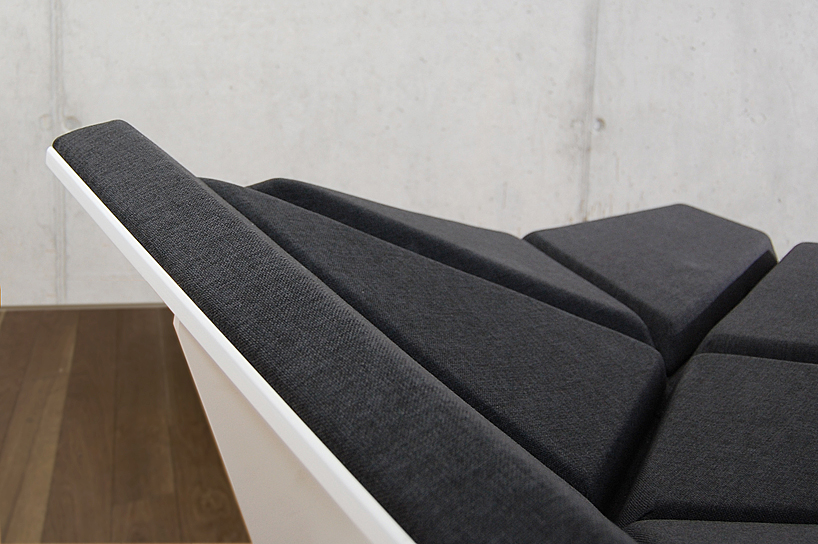 cay sofa canap pliable et modulable par alexander rehn. Black Bedroom Furniture Sets. Home Design Ideas