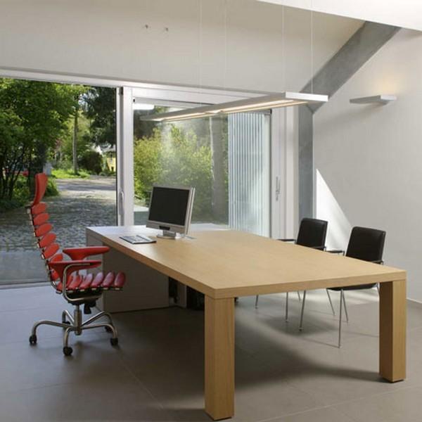 Home Office And Studio Designs: Intérieur D'un Bureau Design Dans Un Ancien Garage